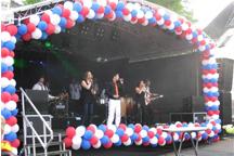 Ballonslingers om hoofdpodium, 5 mei Veenendaal