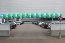 Ballonnenslinger boven ingang parkeerplaats Landbouw Universiteit Wageningen