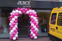 Ballonnenboog -focus naar onder- voor kleding winkel Jency Fashio